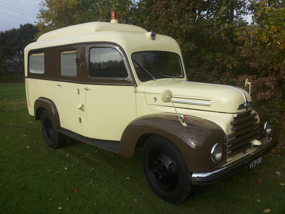 ford-ambulance-g39t-1955